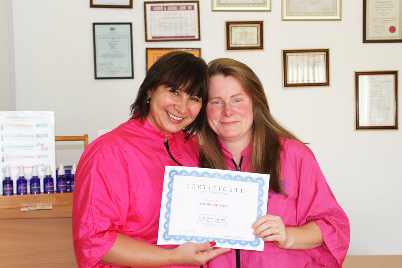 Svetlana with Sandra Hilton at Pet Universe - International Cat Grooming School